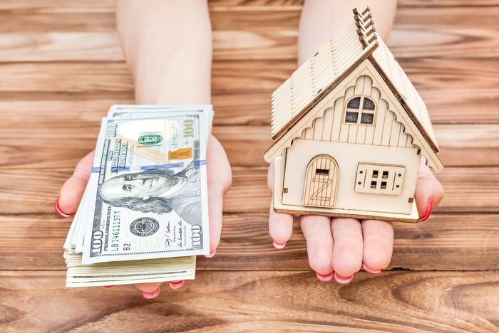 En este momento estás viendo Menos estadounidenses toman préstamos contra sus hogares después de verse atrapados en la crisis financiera, y esto está perjudicando a los bancos