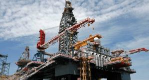 Lee más sobre el artículo El petróleo sube a medida que Arabia Saudita y Rusia terminan la guerra de precios acordando recortes de producción