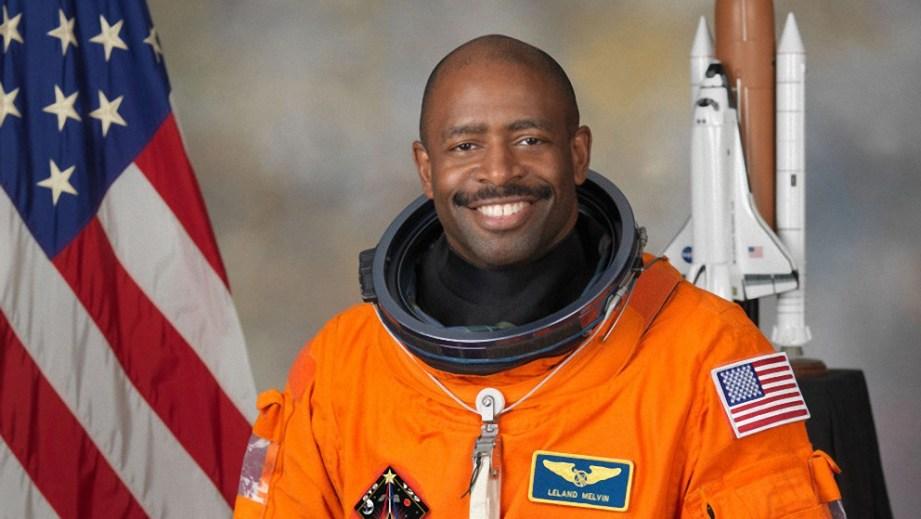 """Un astronauta de la NASA afirma que vio una posible criatura """"orgánica y alienígena"""" en el espacio"""