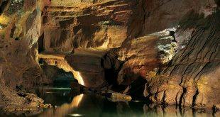 Río Navegable de la cueva de San José.