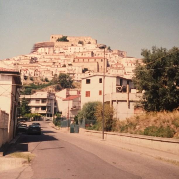 Entrando al pueblo de Rocca Imperiale