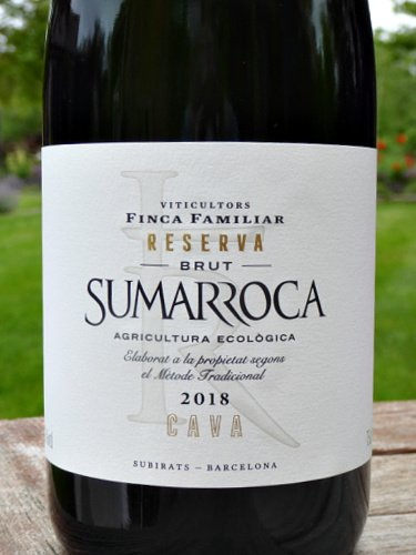 Sumarroca Brut Reserva Cava 2018 (organic) is an appealing, elegant and classy Fizz. Pear and pastry aromas, give way to lovely light, full of flavour fruity sparkling wine. A huge step up on everyday Cava. Gold Medal Berlin Wine Awards 2021.