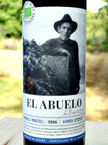 El Abuelo 2016 (Organic) from Bodegas Piqueras is a richly aromatic red wine blend of monastrell and tempranillo. smoky, cherry and plum aromas and flavours; juicy tannins, smooth and well balanced. Excellent value red wine.