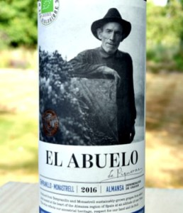 El Abuelo 2018 (Organic) from Bodegas Piqueras is a richly aromatic red wine blend of monastrell and tempranillo. smoky, cherry and plum aromas and flavours; juicy tannins, smooth and well balanced. Excellent value red wine.