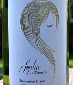 Sophie te'Blanche Sauvignon Blanc 2019 from award-winning Iona Estate is a smooth, fresh Sauvignon. Subtle tropical fruits, gooseberry and a touch of lime, very well balanced.