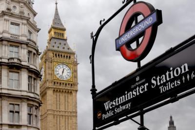 Londres au +44 2081 44 45 46