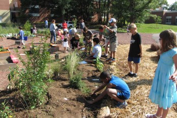 EarthTalk_Environment_Childrens Garden