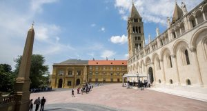 Government official inaugurates revamped Pécs square