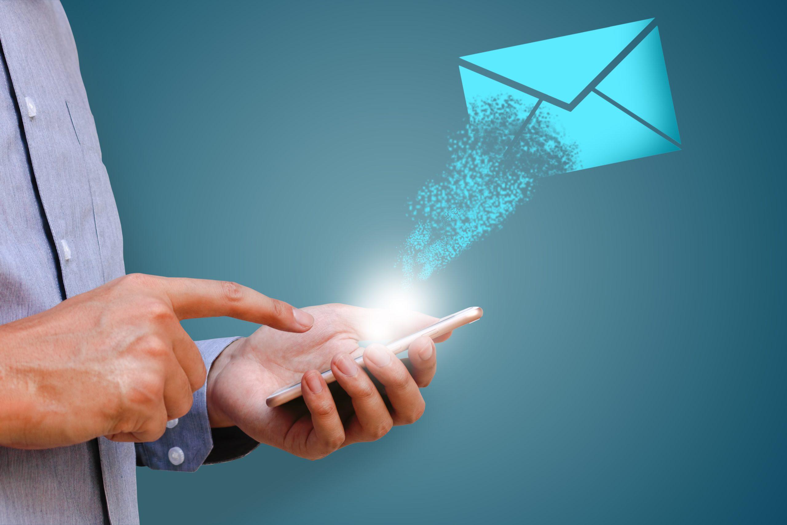 Plateformes d'emailing : notre comparatif entre Aweber et Mailchimp