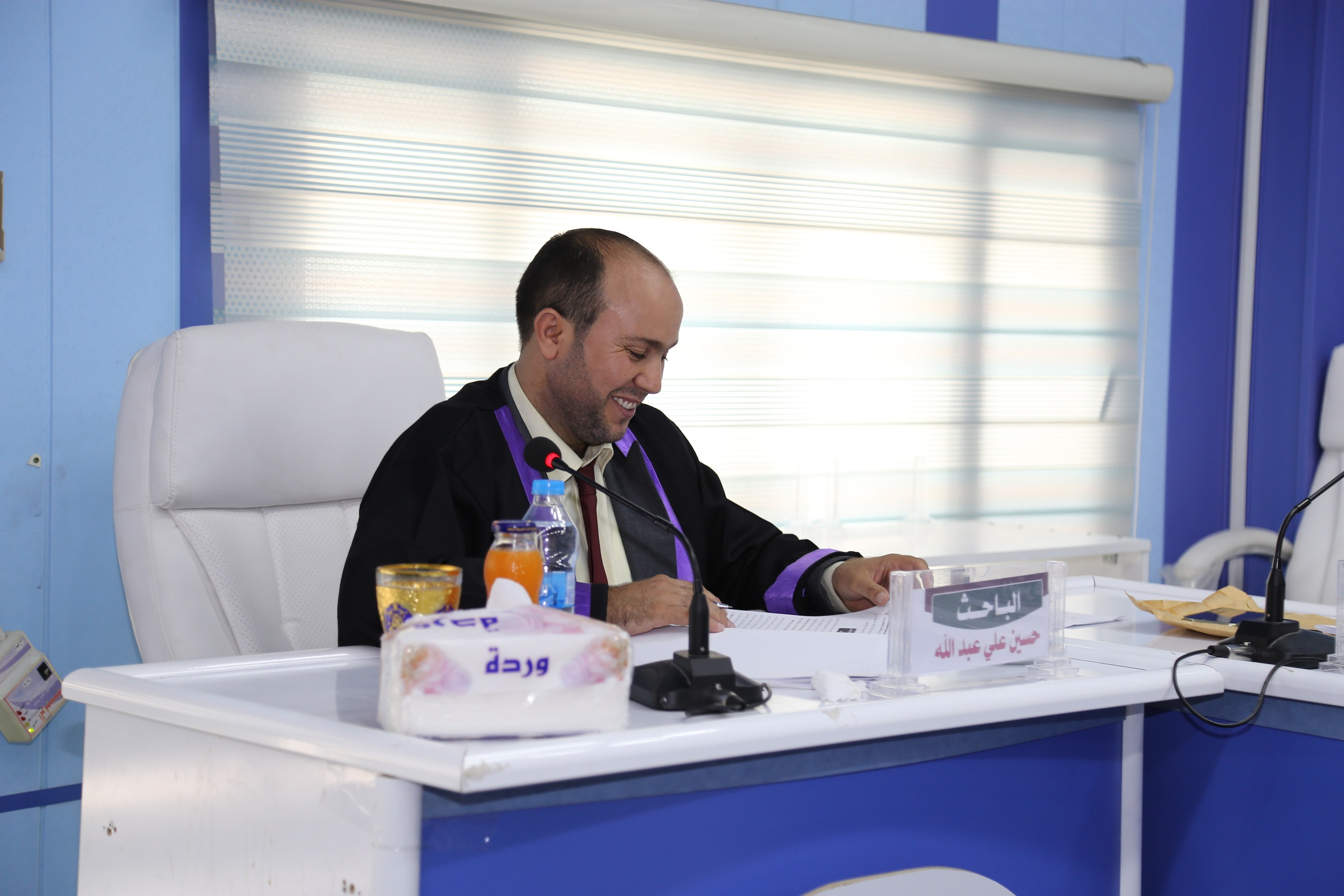 جانب من مناقشة طالب الماجستير حسين علي عبد الله المياحي