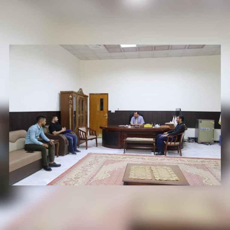 تكريم السيد عميد الكلية من قبل ابناءه الطلبة