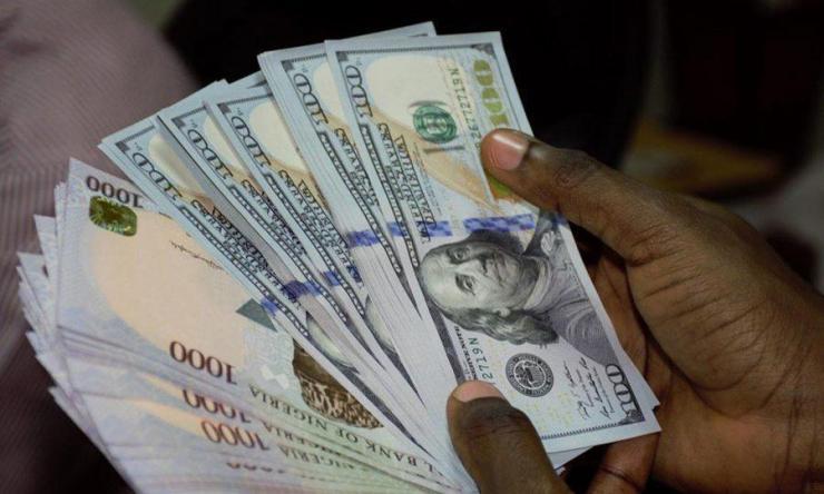 Naira closes at N435 to dollar at parallel market