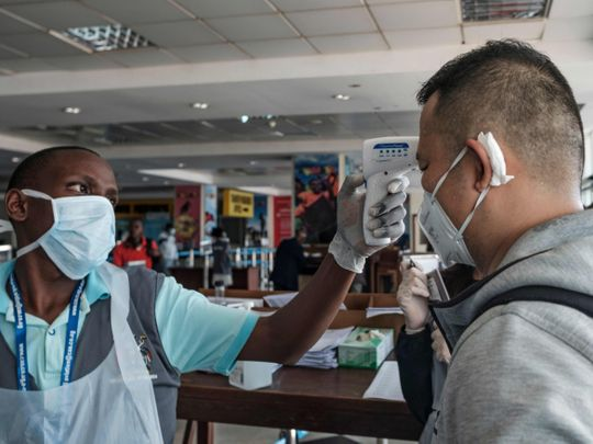 NNN: La tasa de infección por COVID-19 parece estar estabilizándose en Sudáfrica a medida que se reportan cada vez menos casos confirmados diarios, dijo el miércoles el ministro de Salud, Zweli Mkhize. Sin embargo, el ministro advirtió que no se debe sacar ninguna conclusión de la disminución significativa en la tasa diaria de infección por […]
