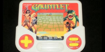 gauntlet - Internet Archive Adds a Treasure of Cheap LCD Handhelds to Its Emulation Collection