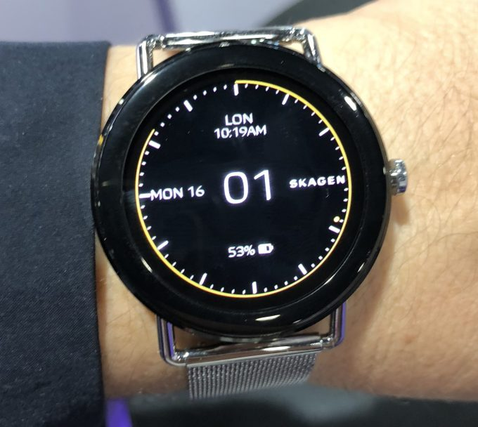 1523872759 460 the skagen falster is a high fashion android mobile - The Skagen Falster is a high-fashion Android mobile