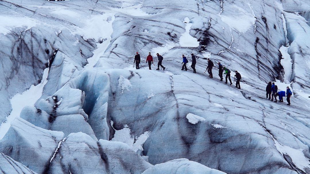 Photo of hikers on snowy mountain showing importance of good leader
