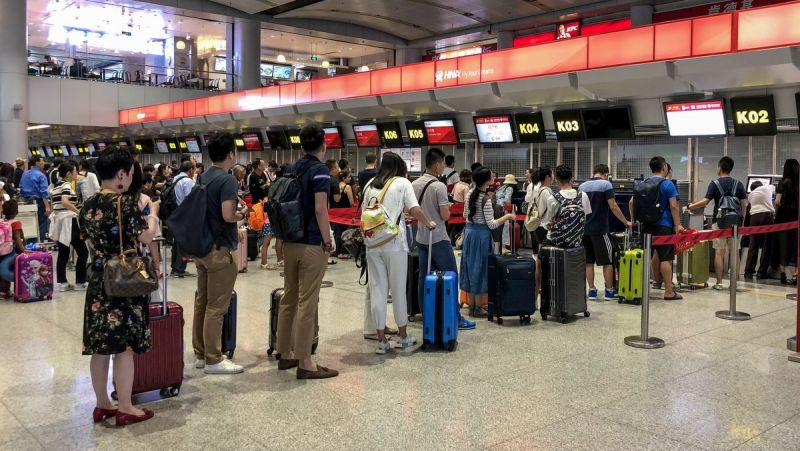 Chinese arrivals up for the first time since January