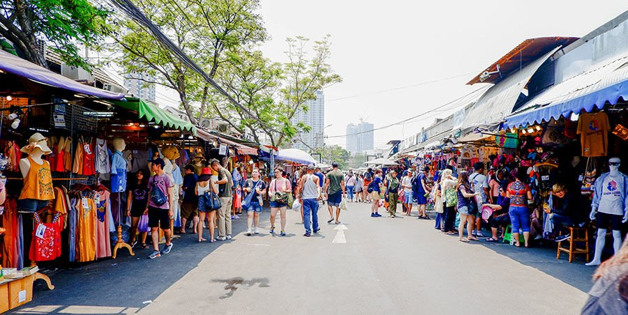 Poll shows flea markets, supermarkets, most popular with Thais as lockdown easing continues