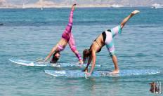 Marie Desandre Navarre, Kite surfeuse professionnelle, membre du team Sosh, en pleine session de paddle.