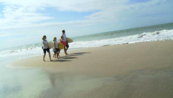 Пляжный туризм на море.