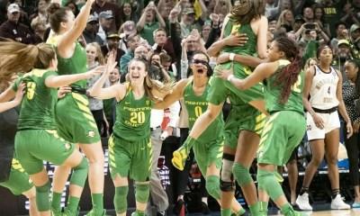 Sabrina Ionescu and Oregon women's basketball teammates