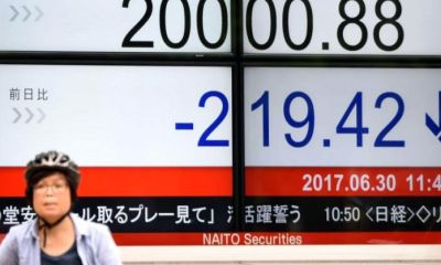 Asian Equities Close Mixed as US Federal Reserve Slashes Rates