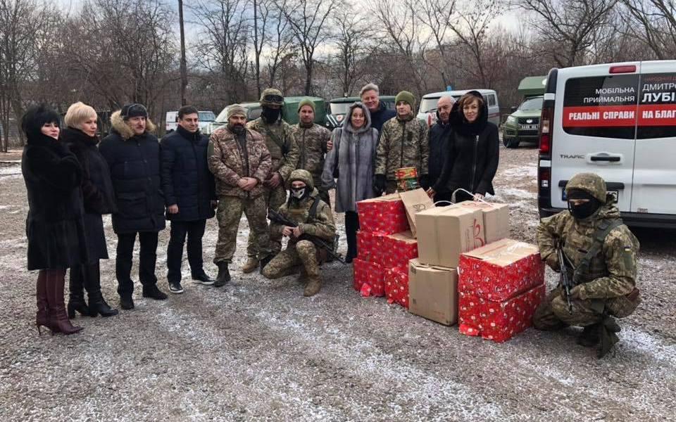 Дитячі листівки з Хмельницького отримали військові на передовій