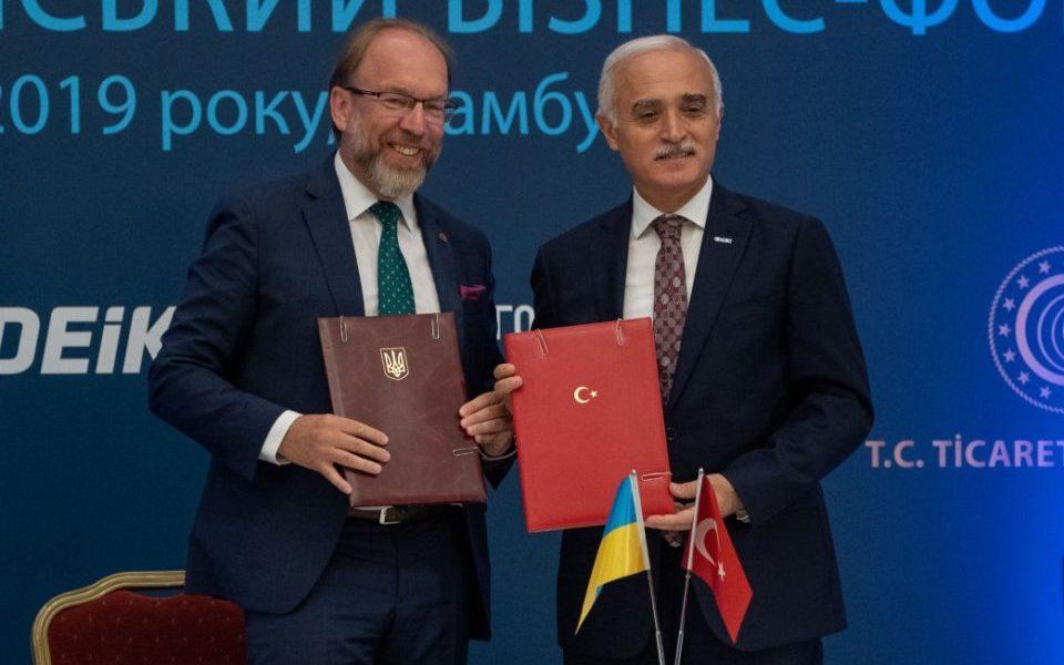 Під час офіційного візиту Президента України до Туреччини у Стамбулі підписали договір щодо розвитку ділової співпраці між двома країнами