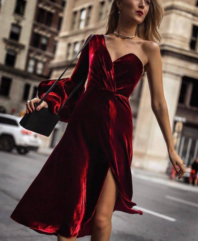 Оксамит — тренд 2020 року: сукні, які зроблять образ розкішним