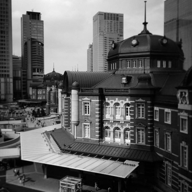 東京駅で撮ったモノクロ写真です