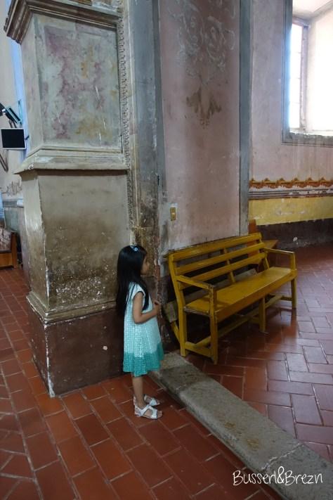 Mädchen in Kirche
