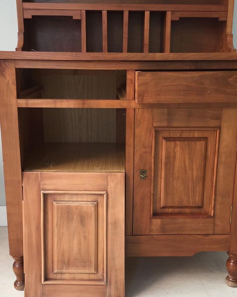 Limpieza y Desmontaje en la Restauración de un mueble escritorio de cerezo
