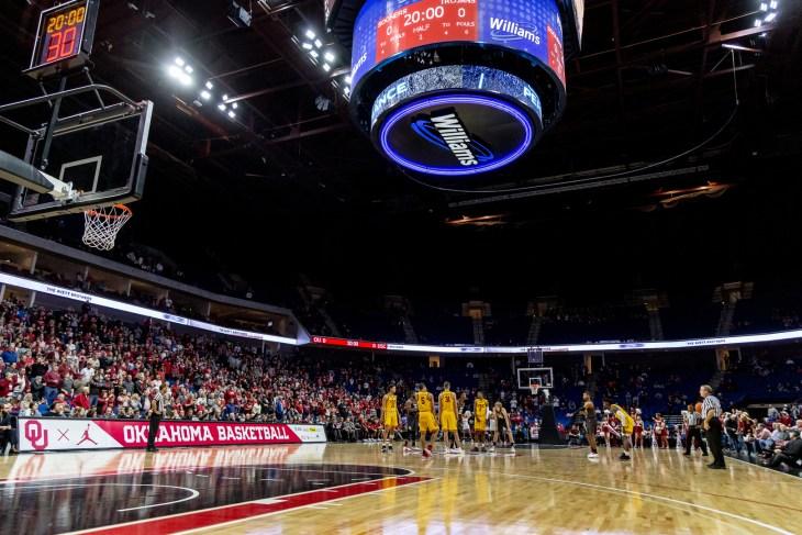 NCAA Basketballl USC vs OU, Tulsa, USA - 15 Dec 2018: Oklahoma Sooners and Southern California Trojans get ready for tip off.