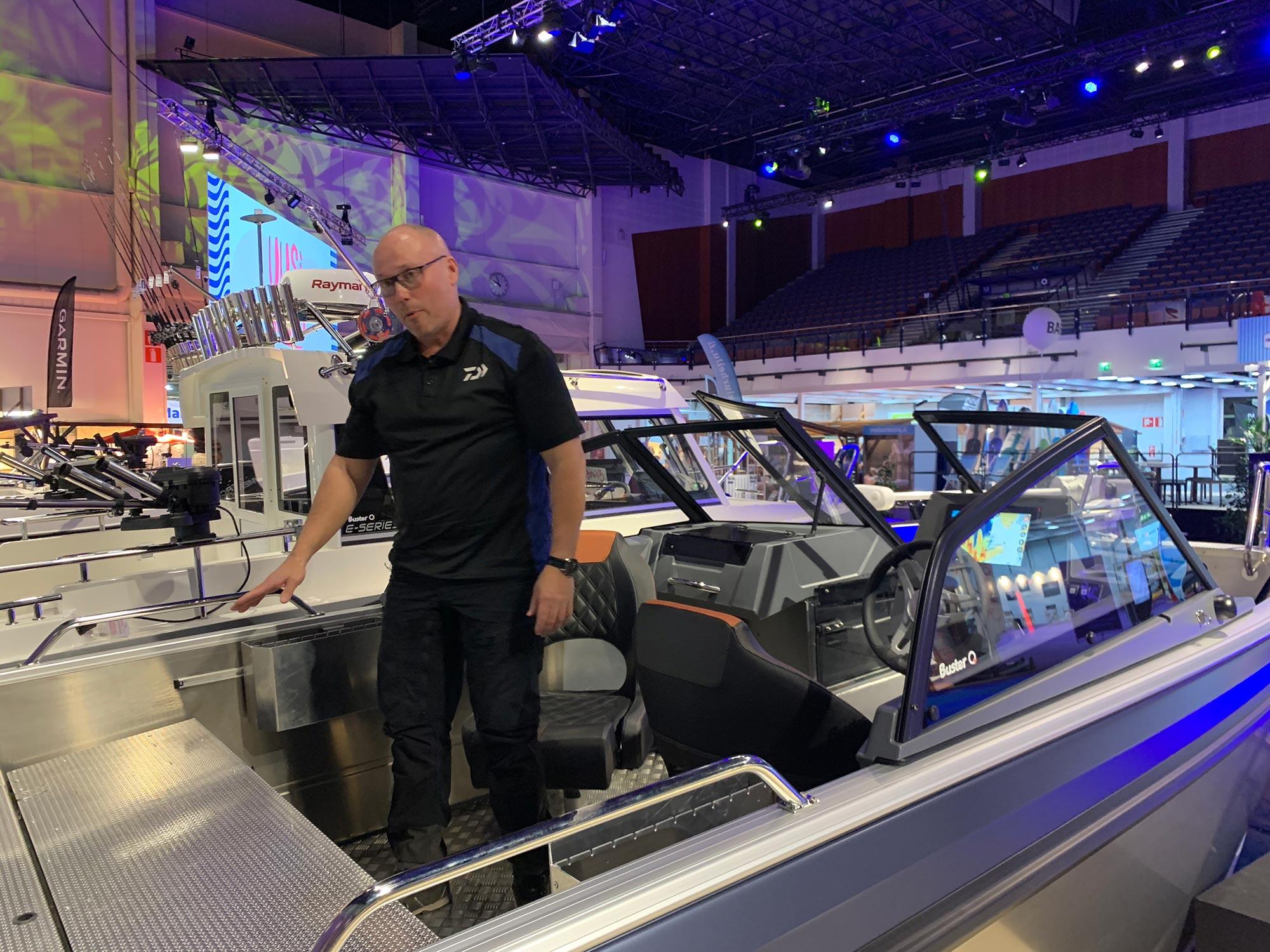 Kristian Keskitalo uudessa Buster XL kalastusveneessä
