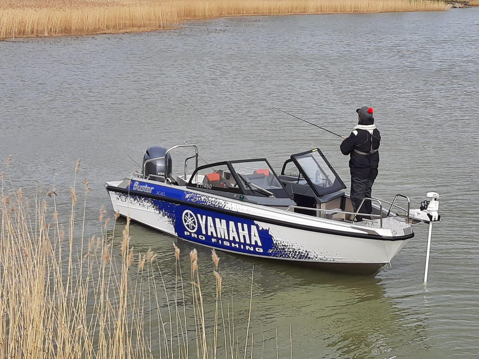 Buster XXL kalastusvarusteltu