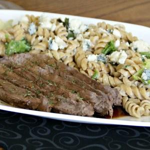 Olive Garden Copy-cat: Balsamic Steak with Gorgonzola Pasta / Busy Mom's Helper