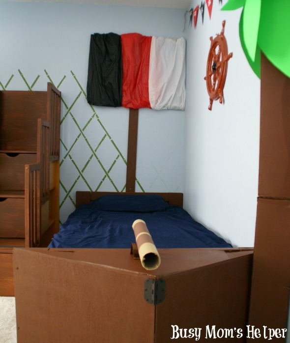 DIY Pirate Ship Bed / by www.BusyMomsHelper.com #boysroom #remodel #boybed #pirates