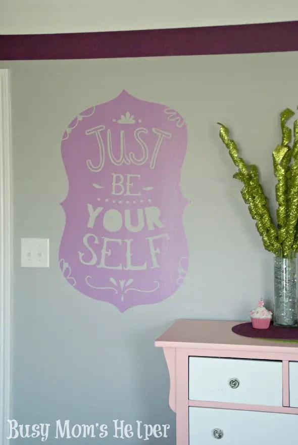 Easy Decorating with Wallternatives / by Busy Mom's Helper #Wallternatives #ApartmentDecor #DormDecor #HomeDecor