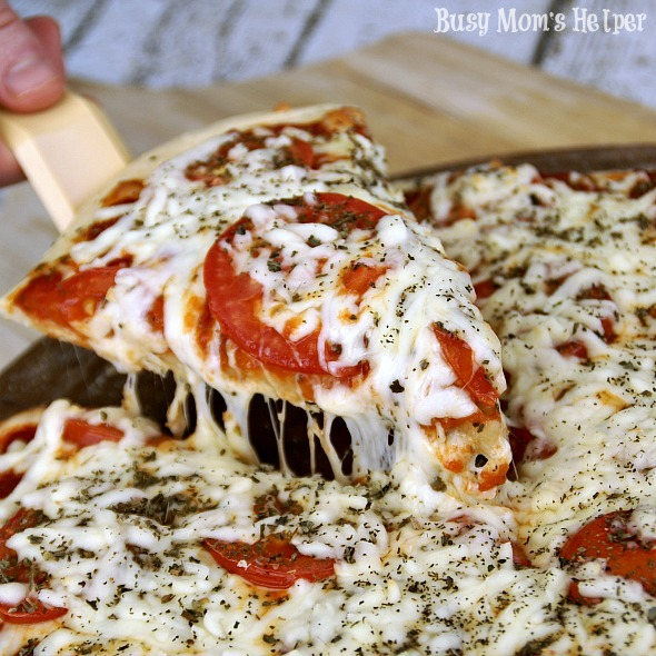 Caprese Pizza / by Busy Mom's Helper #pizza #caprese