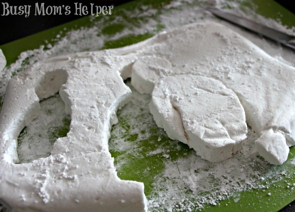 Homemade Baymax Marshmallows / by Busy Mom's Helper #BigHero6 #Baymax #Valentines