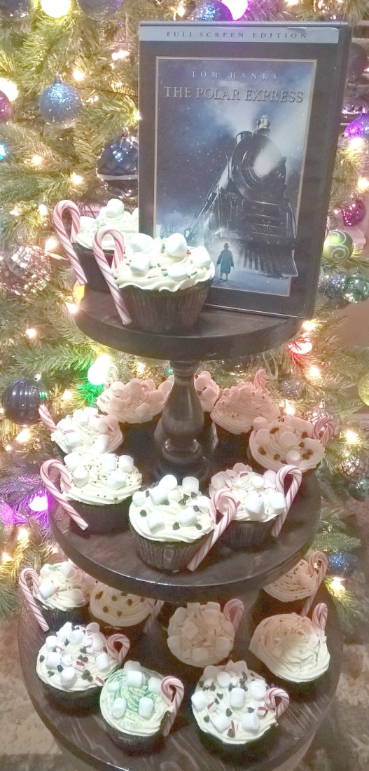 Polar Express Cupcakes by Nikki Christiansen for Busy Mom's Helper