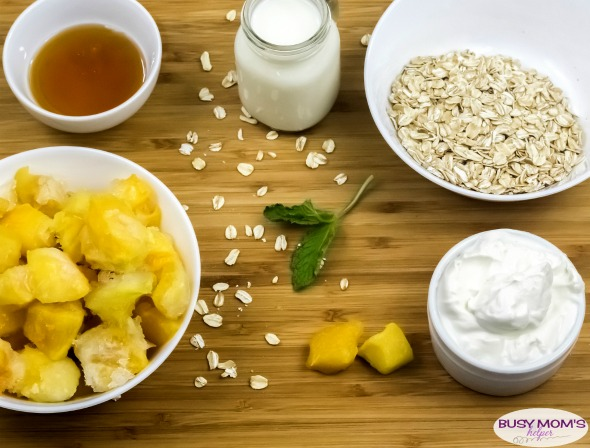 Mango Oatmeal Smoothie Recipe / a great breakfast recipe or refreshing afternoon snack recipe