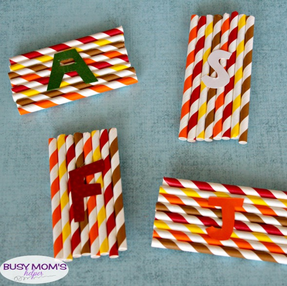 Easy DIY Thanksgiving Place Settings / save money this holiday with these simple, diy place settings - even kids could make them!