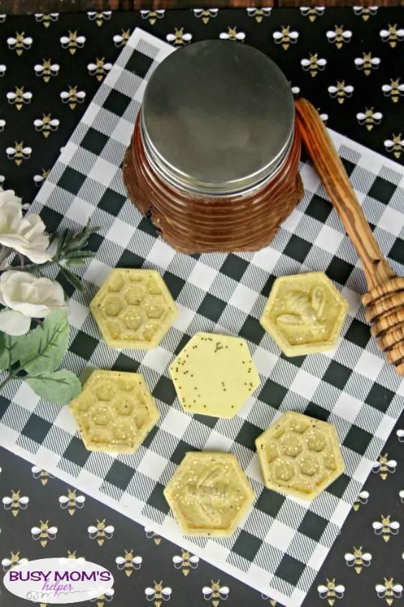 DIY Honey Bee Glitter Soap #craft #diy #homemadesoap #glitter