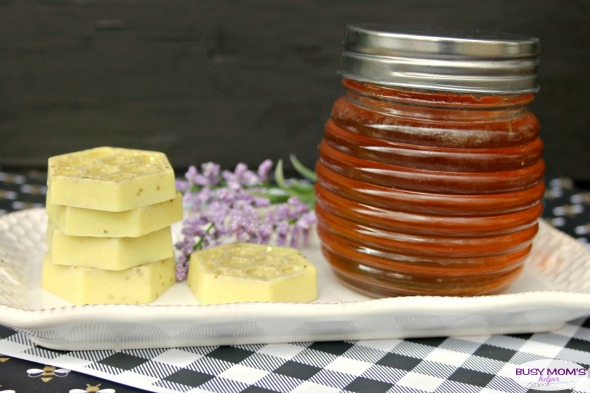DIY Honey Bee Glitter Soap #craft #diy #homemadesoap #glitter