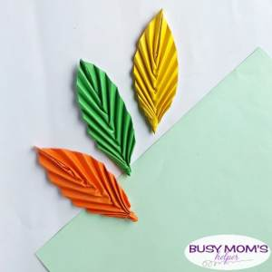 DIY Paper Leaf Kid Craft #papercraft #kids #kidcraft #crafts #diy #leaf #leaves #papercrafting #funactivities #kidactivities