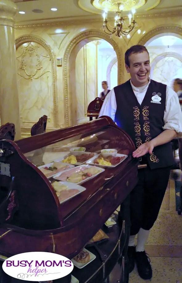 Tipping at Disney World #disneyworld #waltdisneyworld #money #travel #familytravel #travelhacks #disneytrip #disneyvacation #castmemember
