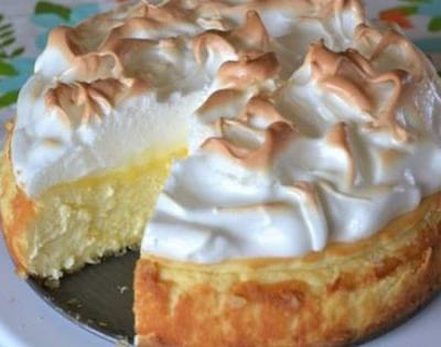 A Simple Lemon-Meringue Cheesecake That You'll Fall in Love With