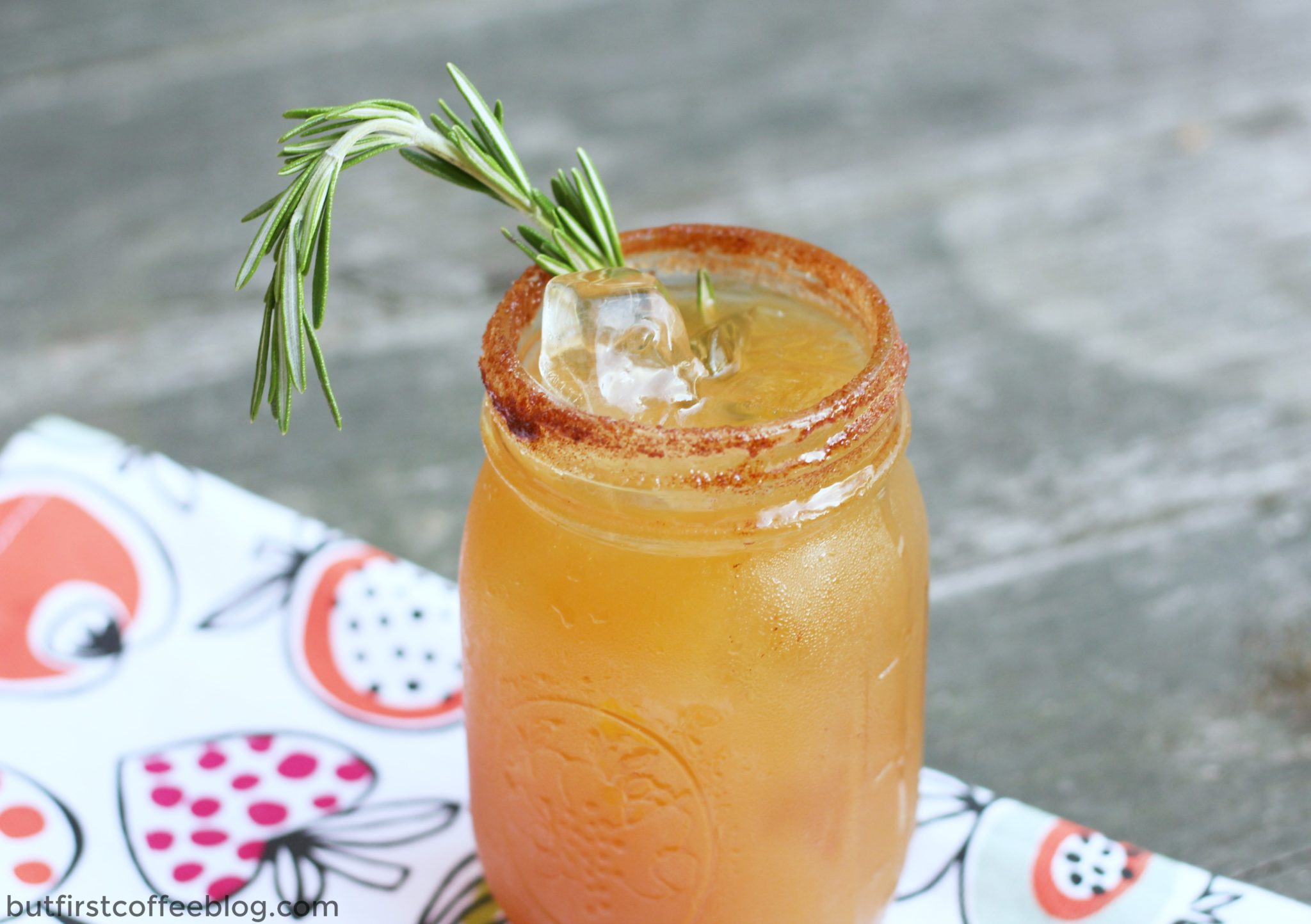 apple-cider-cocktail-for-fall