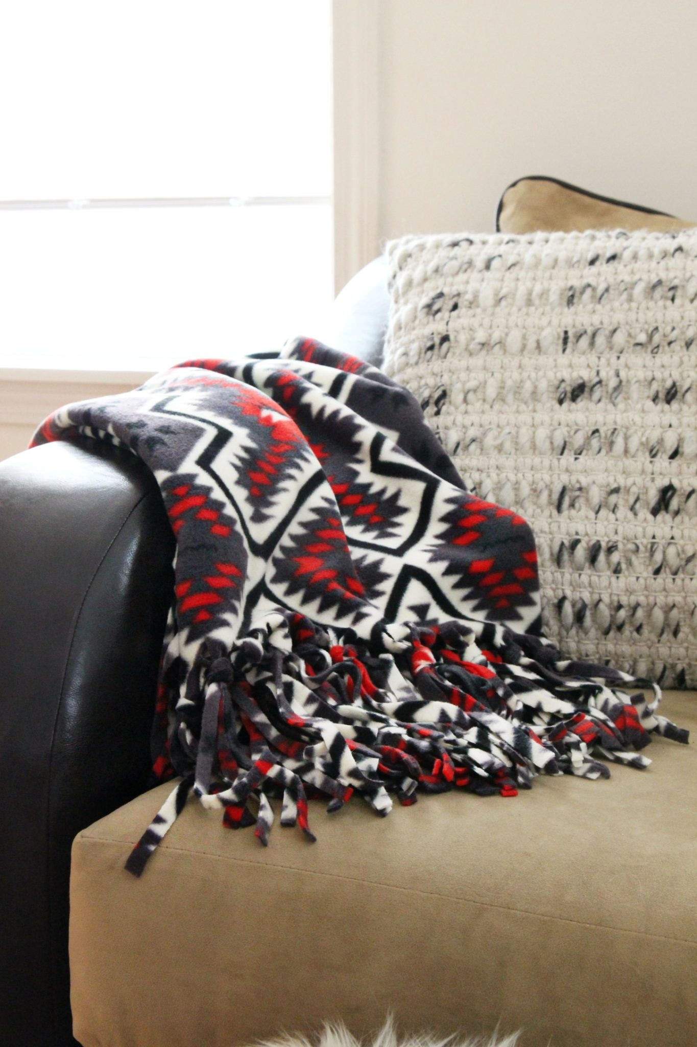 How to Make a Cozy, No Sew Throw Blanket Tutorial | DIY Fleece Blanket